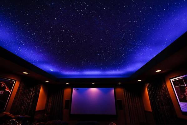 Потолок небо: седьмое с облаками, фото в небольшой комнате, сторона ванильная, галактика в виде космоса, обои