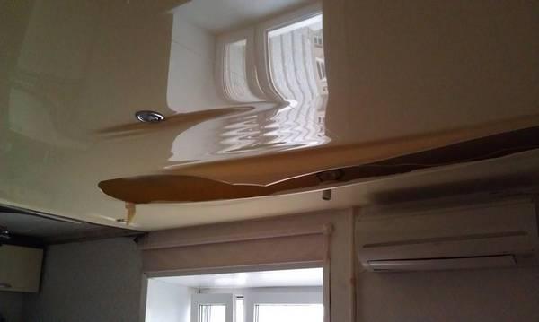 Решение проблемы: ремонт натяжных потолков после пореза